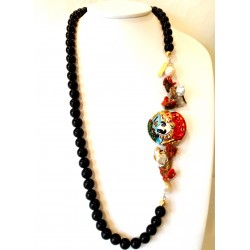 Collana in ossidiana, corallo e perle, con pupo siciliano in ceramica