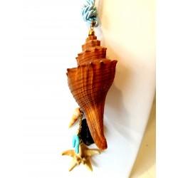Collana con conchiglie naturali, pasta di turchese e stella marina.