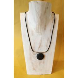 Collana in caucciù e argento con ciondolo in lava