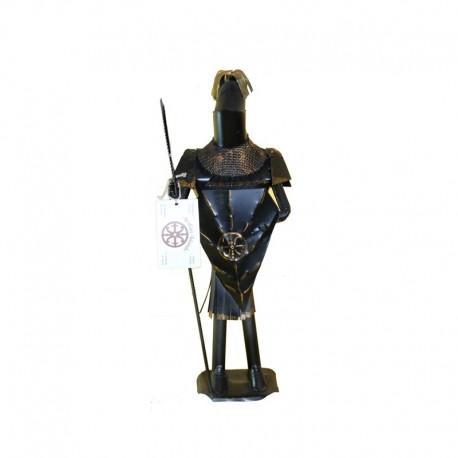 Guerriero in ferro battuto e scudo con il Simbolo di Lipari